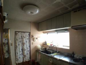 キッチン。汚れたクロスで、気分が晴れない毎日・・・