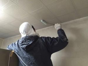 「シーラー」を、しっかり塗り、アクが出てこないよう処理を行います。2~3時間 乾かします