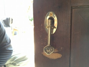 新しい「鍵」と交換しました。昔ながらの趣のある鍵がマッチしています