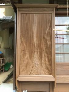 after 汚れを取り除き、割れも裏側から補強し、自然塗装しました。浮きたった木目がきれいです
