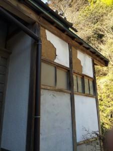before 漆喰がはがれてしまっています。水がどんどん壁の中に入ってしまいます
