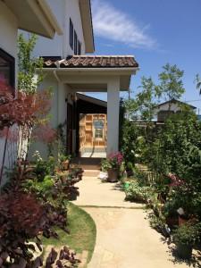 素敵なお庭から、完成したガーデニングhouseが見えてきました