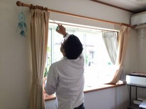 出窓にも設置できます。 この部分に「引違い」のエコ内窓を取り付けます