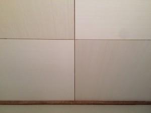 市松張り。同じ天井材ですが、木目を縦・横、交互に張ると色が違って見えます