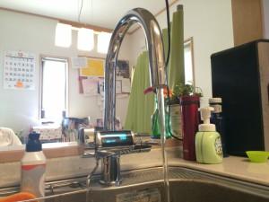 とても高級感ある水栓です。その曲線が美しい