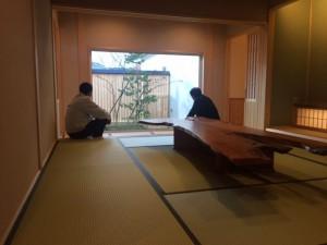 """そして 一番こだわりの """"座・男の和室""""完成です!何とも落ち着く空間です。石井と佐久間さんの常務の哀愁を感じました。"""