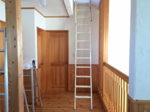 ロフトへの「はしご」。ちょっと上り下りしずらい・・・