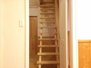 after 木製のオープン階段。圧迫感がなく、とってもステキです