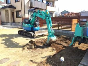 「芝生」をスキ取り、土を掘ります