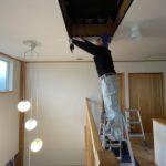 天井点検口のフタを軽量化!