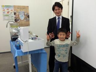 岡田さんとツーショットで記念撮影!実験 面白かったよ!黄色いお水になっちゃったトマト がおいしかったな~(*^_^*) ※黄色いお水の秘密はセミナーで聞いてね!